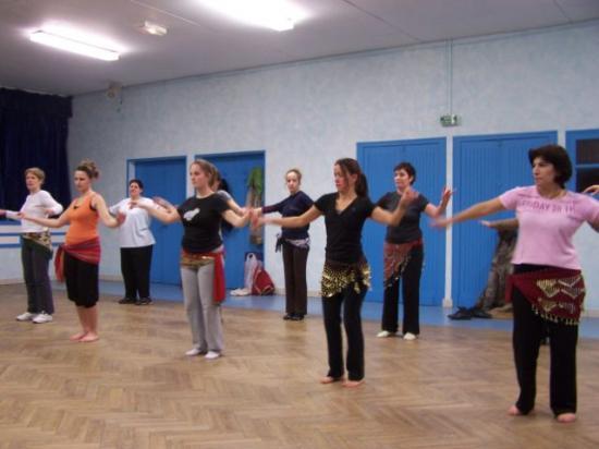 Initiation de danse orientale proposée par Annie et suivie de la soirée crèpes